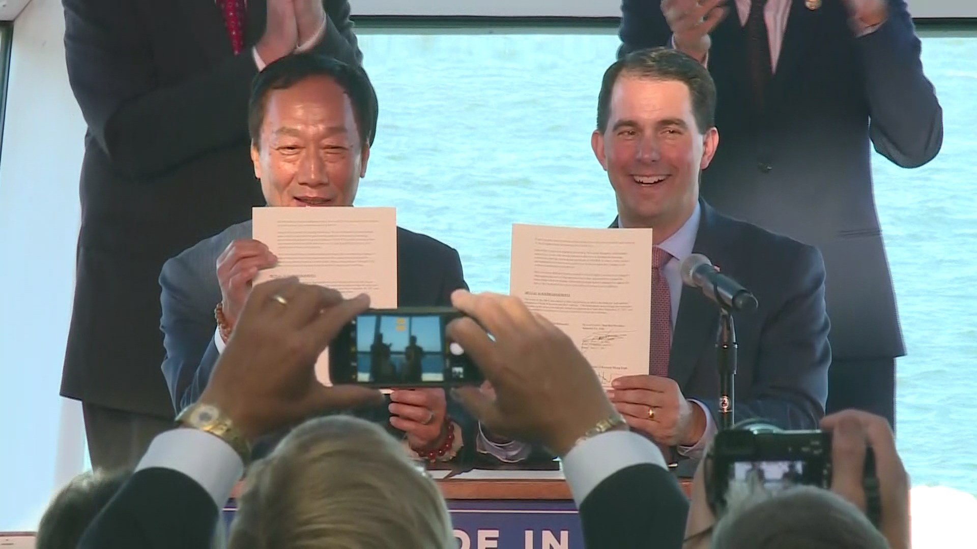 Governor Scott Walker and Foxconn Founder and CEO Terry Gou today signed a Memorandum of Understanding July 27, 2017.