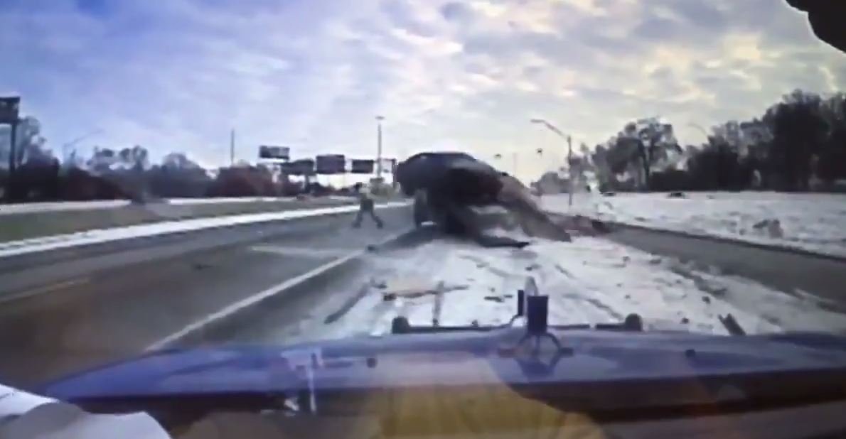 Vehicle narrowly misses hitting MI tow truck driver on icy freeway
