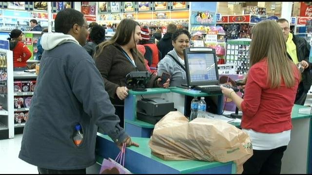 "Shoppers at Toys""R""Us"