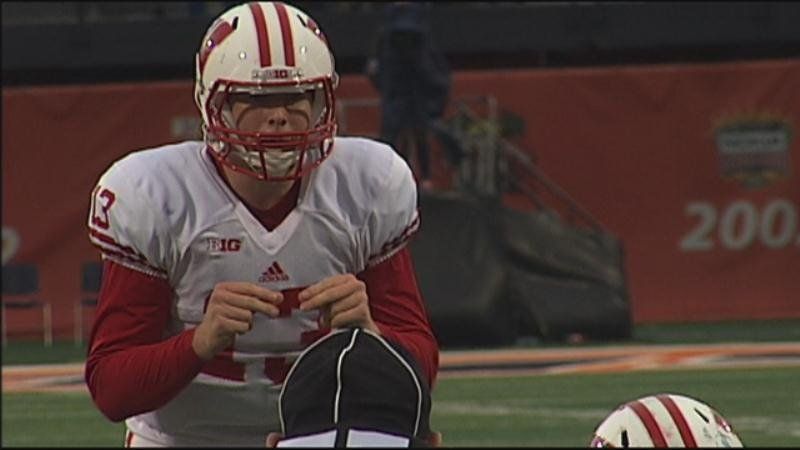 Wisconsin tabs senior Bart Houston as starting quarterback