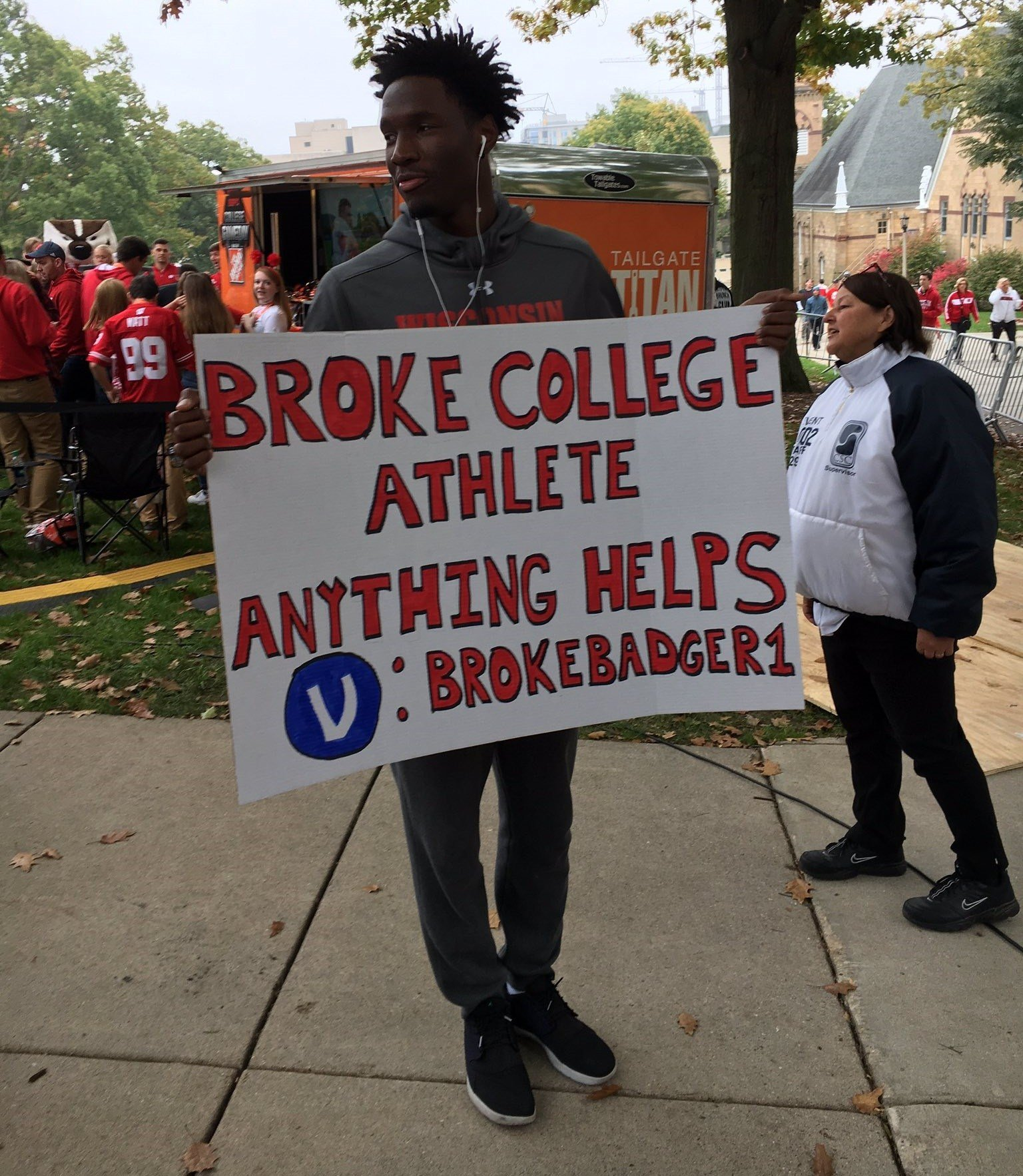 uw s nigel hayes makes statement sign raises money for loc courtesy wi state journal