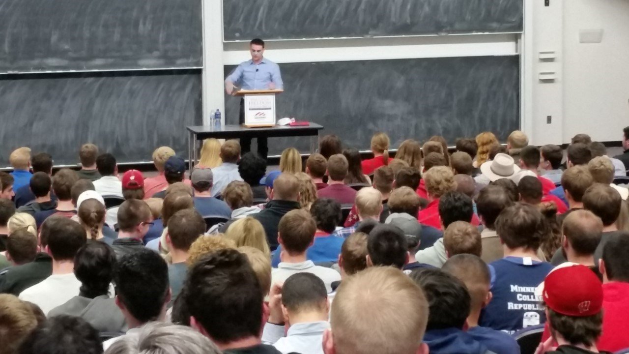 protesters clash ben shapiro at uw madison lecture series madison wkow shouting broke out on both sides during a conservative writer s presentation at uw madison at one point protesters even gave the middle