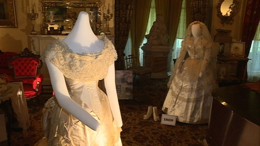 Wisconsin wedding gowns show off state 39 s history waow for Wedding dresses wausau wi