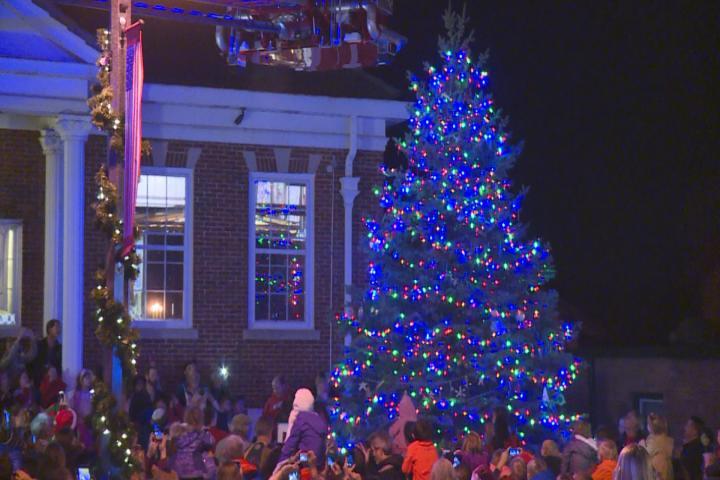 Sun Prairie community gathers for Christmas tree lighting ceremony ? & Sun Prairie community gathers for Christmas tree lighting ceremo ...