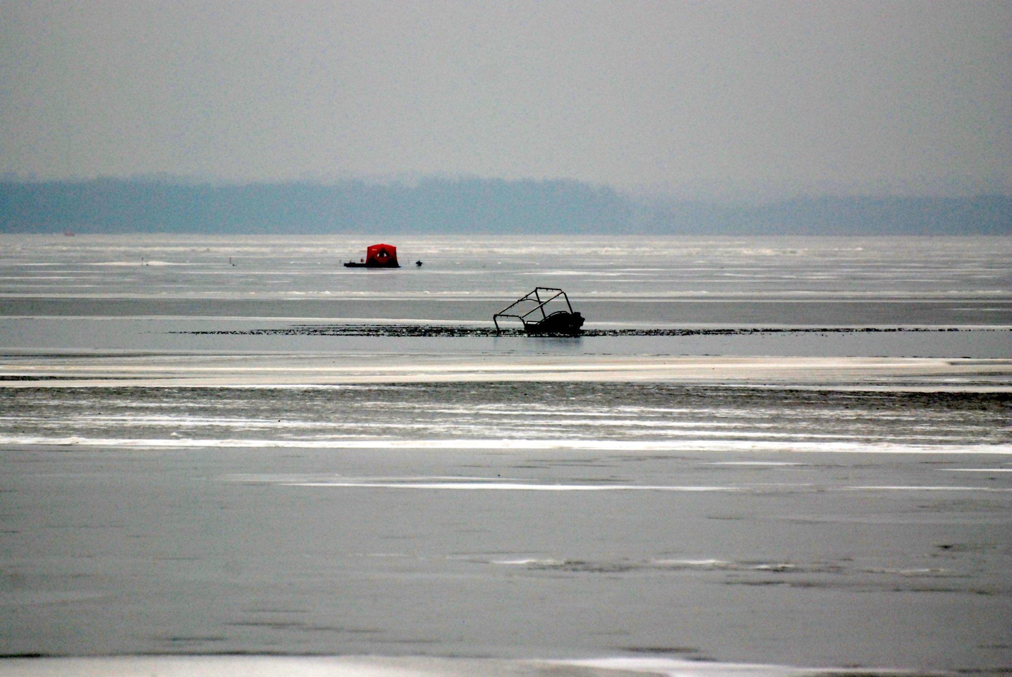 Man rescued from ice fall on lake koshkonong wxow news for Lake koshkonong fishing report