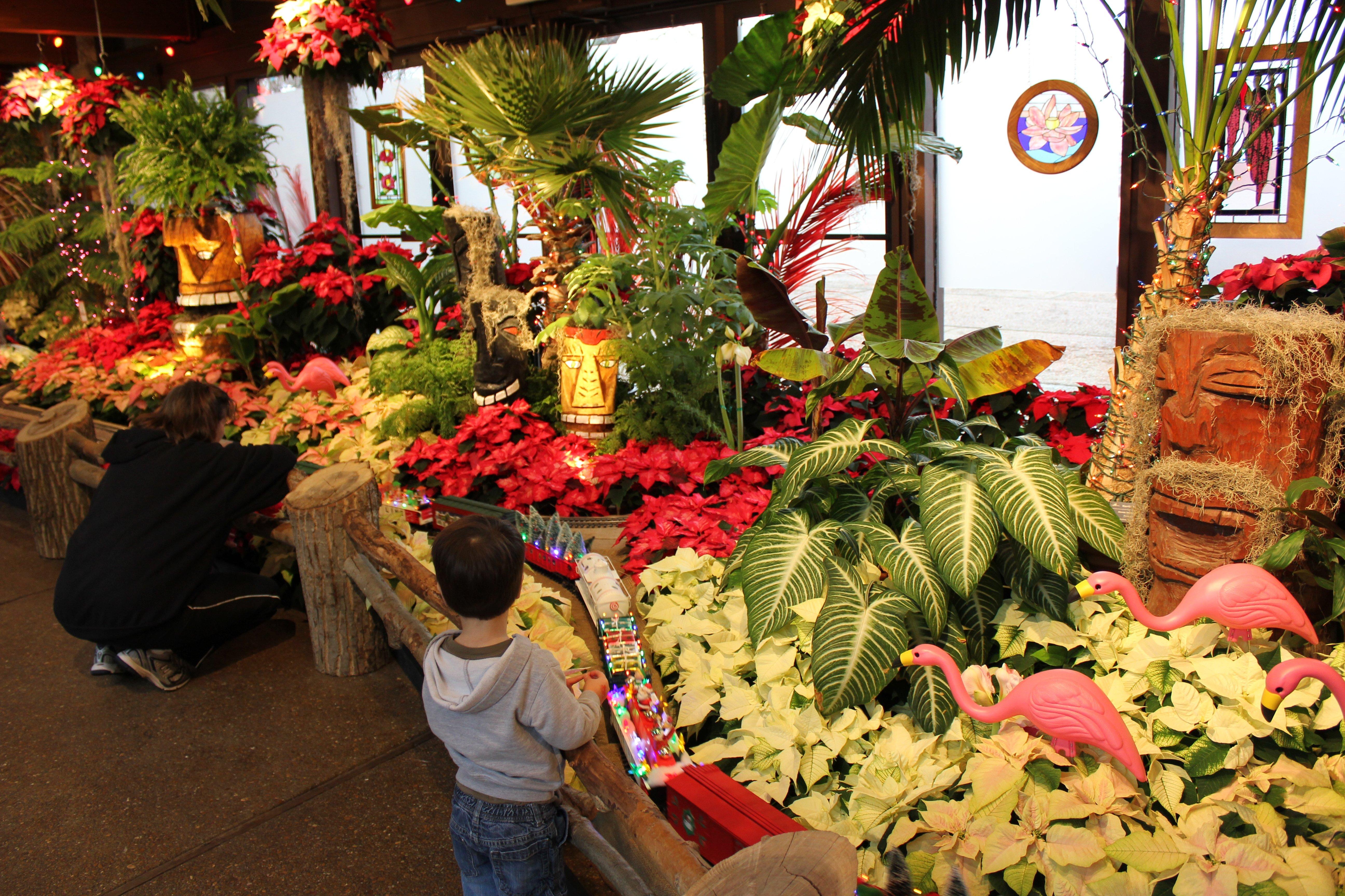 Olbrich\'s Holiday Express - KWWL - Eastern Iowa Breaking News ...