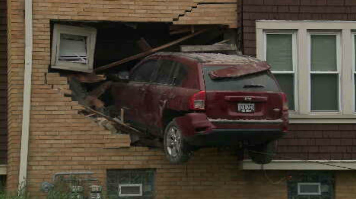 Jeep in living room: SUV crashes into home in Milwaukee