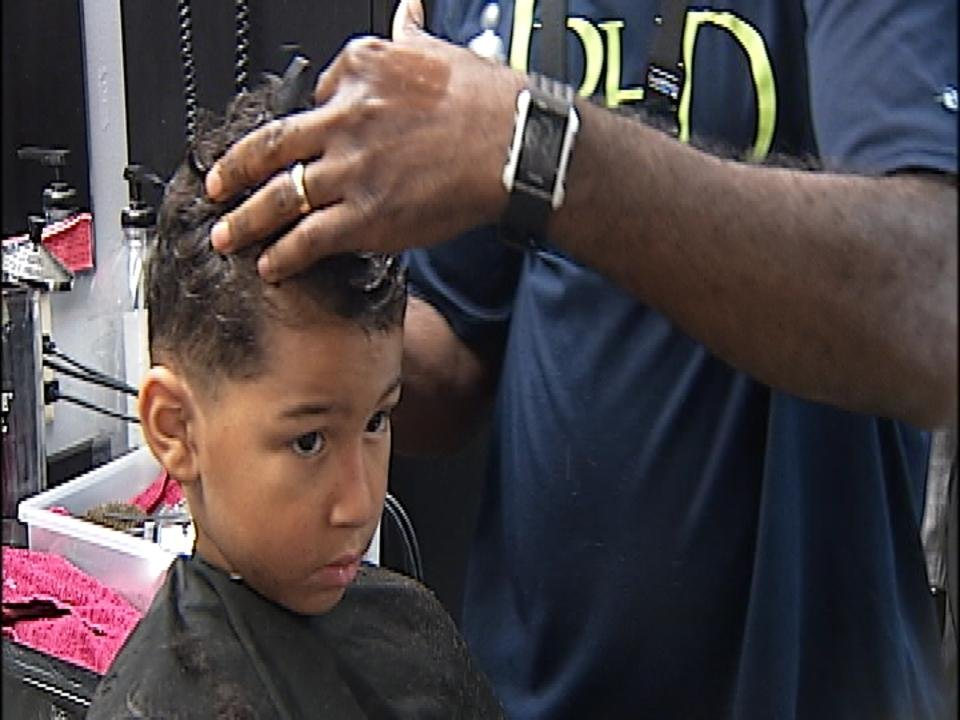 haircut iowa city gets free haircuts sunday for back to school ktiv 1700